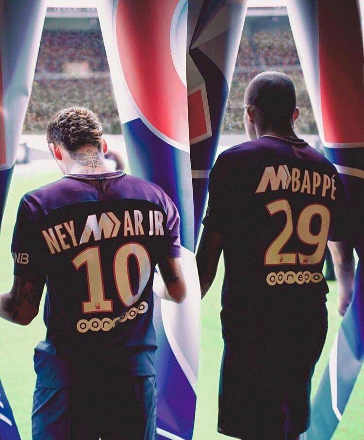 Camisetas Nike del PSG edición Mercurial usando los nombres de Neymar y  Mbappé d27d15a533892