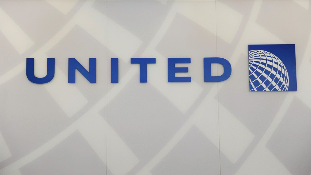 Official: United flight lands in Honolulu after losing engine cover
