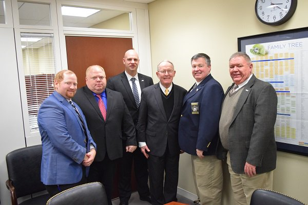 I enjoyed meeting with the Tennessee Fraternal Order of Police. I appreciate all of the good work you do for communities in Tennessee. https://t.co/CuWHZnwkgS
