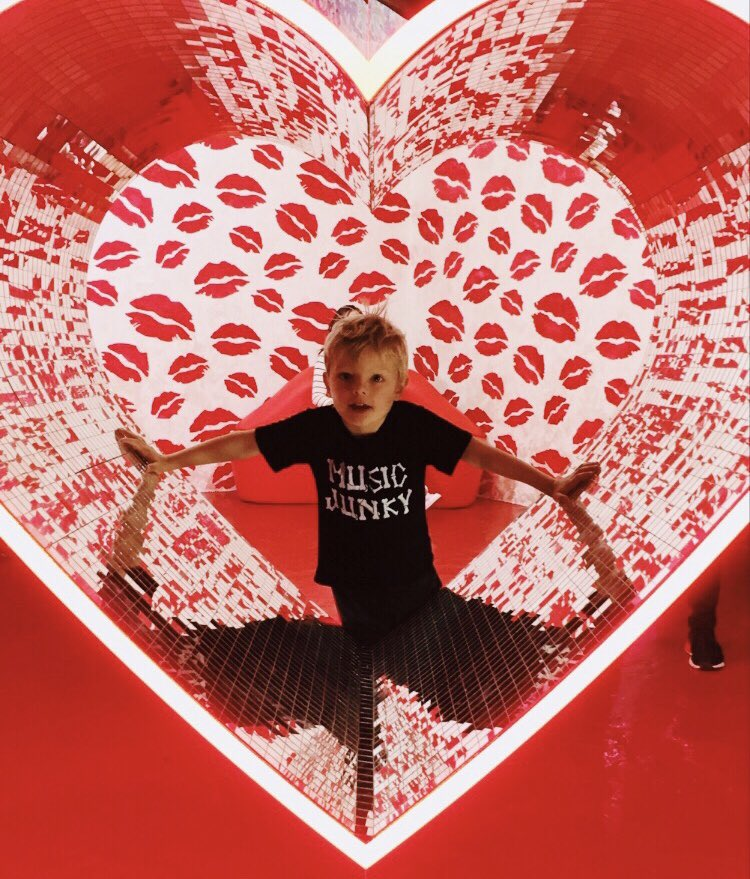 happy valentines day world! love, axl jack. #spreadlove https://t.co/3AIvRPDPAM