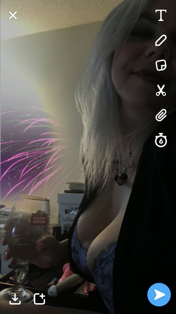 Umm I think my necklace is haunted how did Snapchat make fireworks from it.... zPOsF5TN