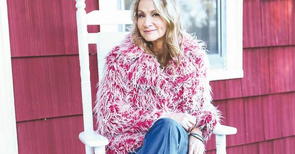 Joan Osborne to sing all-Dylan show