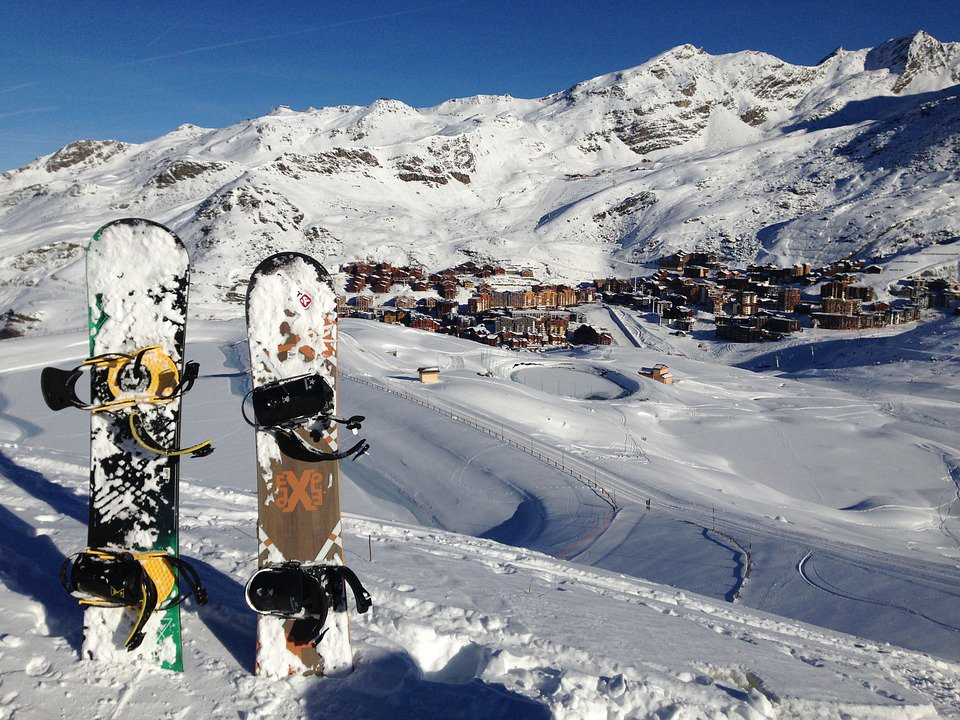 travel A6. Snowboarding in Vail,...