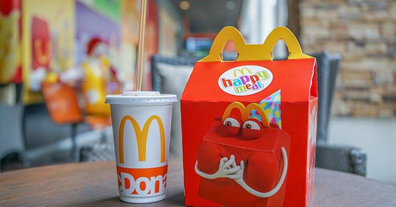 McDonald's Commits to Make Happy Meals Healthier By 2022 https://t.co/u07zi7cbY2 https://t.co/iYHb2Uo8ny