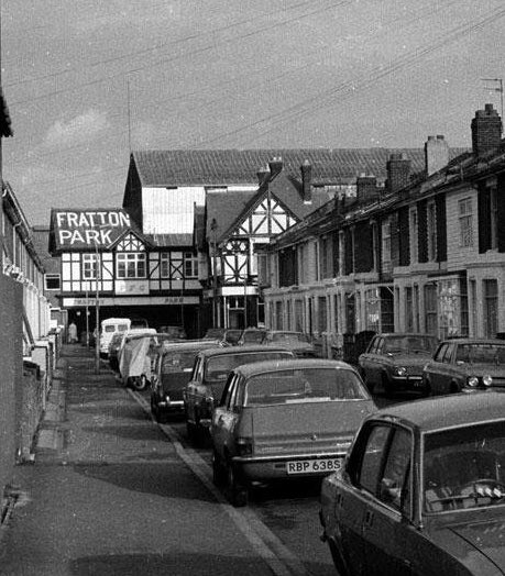 Frogmore Road, early 1980's #Pompey #PompeyHistory https://t.co/5hoVlHaV9w