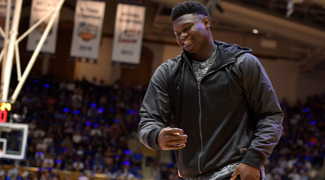 Zion Williamson saluted a heckler after drilling a jumper right in front of him https://t.co/7S53tpfkhN https://t.co/kpT7fPnA0c