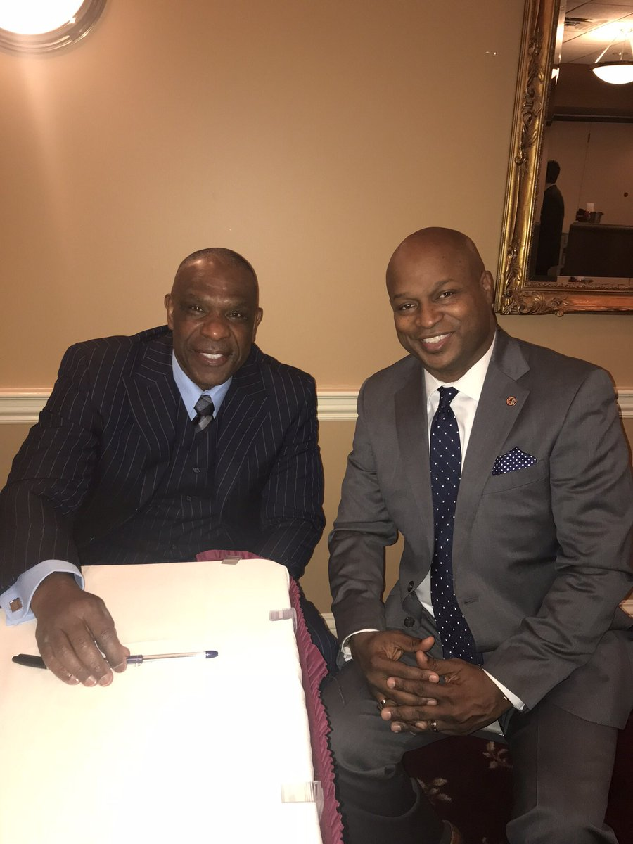 """test Twitter Media - One of my highlights from the week in Springfield this week was meeting one of my all time favorite Chicago Cubs baseball players, Andre """"Hawk"""" Dawson.  This Hall of Fame legend played for the Cubs from 1987-1992.  I learned how to play the game by watching greats like Dawson! https://t.co/VxN12qYju5"""