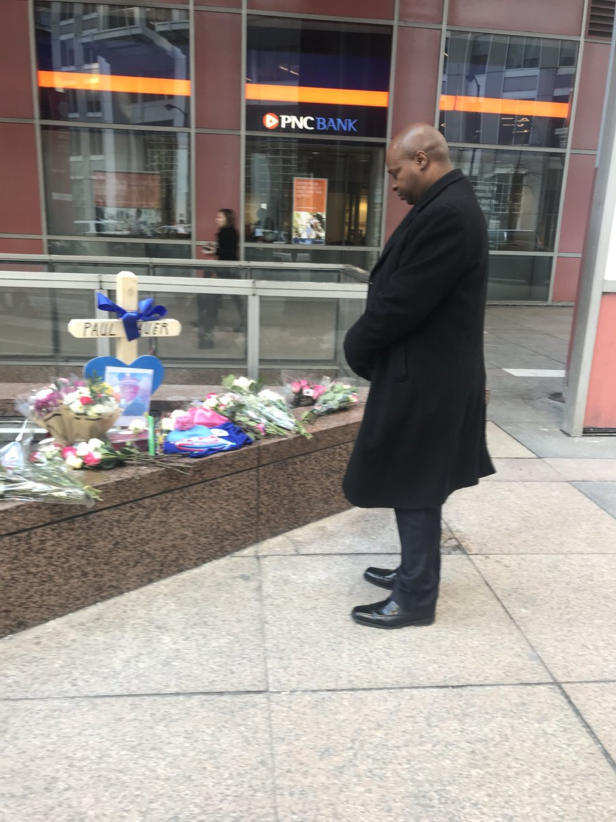 test Twitter Media - I didn't know CPD Commander Paul Bauer, 18th District, but I had to take a moment to stop by the Thompson Center and City Hall to pay my respects to him and sign the condolence book for his family.  The death of this hero is so tragic.  Continued prayers for the Bauer family.🙏🏾 https://t.co/tVqmh4Q1cC