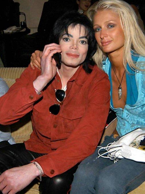 Hoje é aniversário da afilhada de Michael, Paris Hilton!  Happy Birthday,