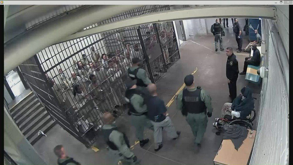 Video shows jail inmates clapping for accused cop killer