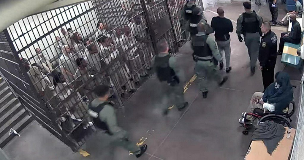 Chicago inmates who clapped for cop-killing suspect may face reprisals