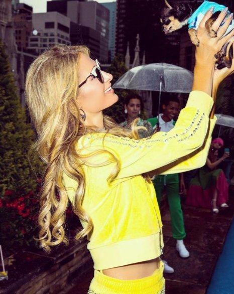 Happy birthday Paris Hilton ! Mémorable en Juicy Couture -->