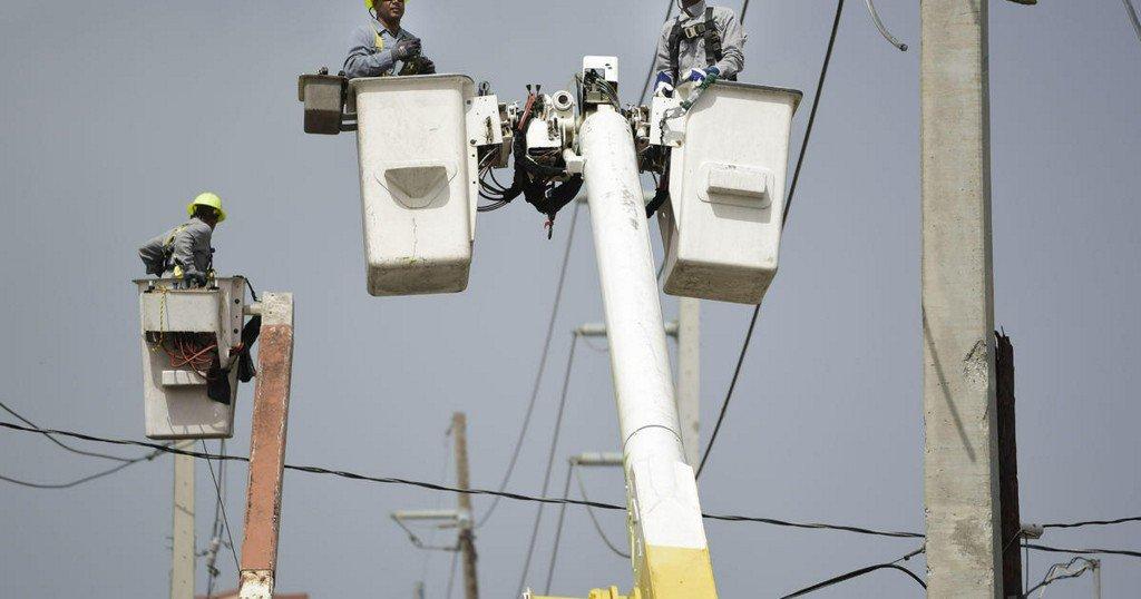 Puerto Rico seeks $300M loan, warns of power company shutdown