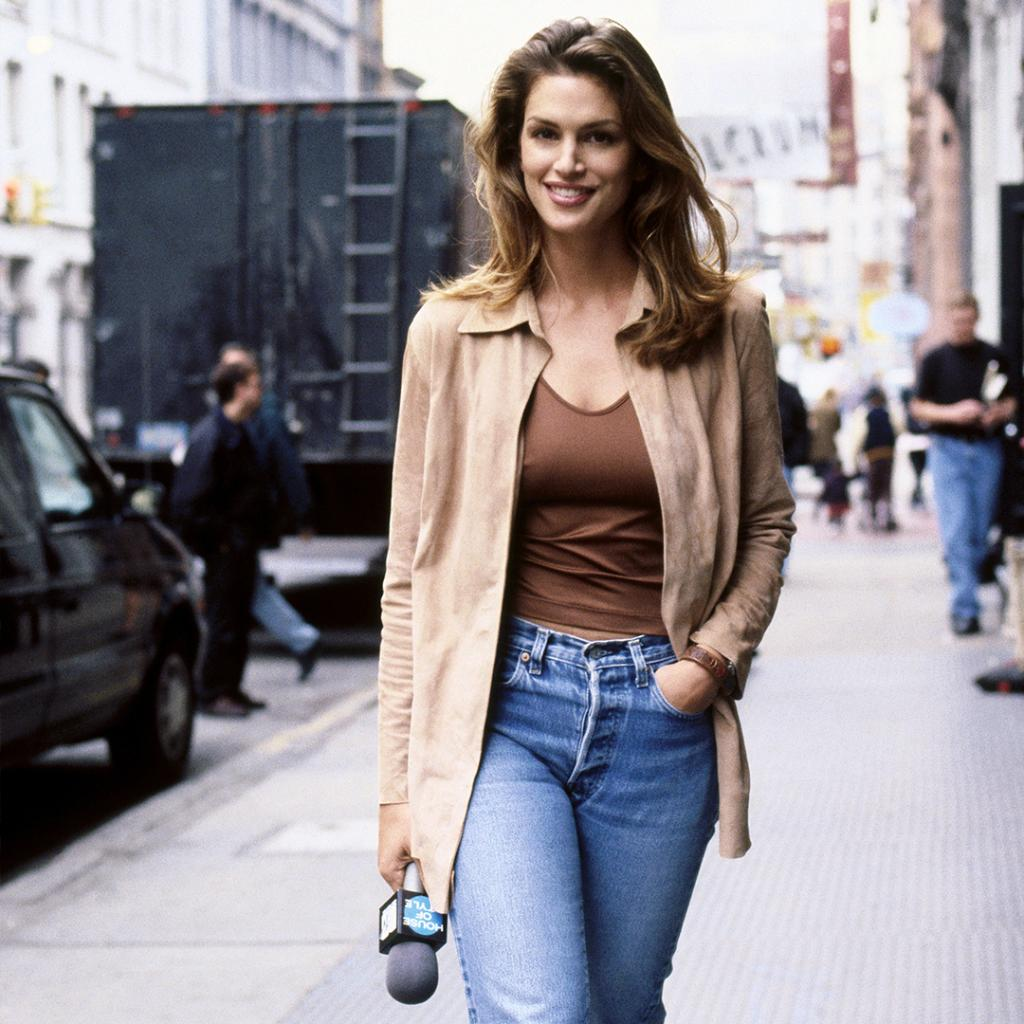 RT @NETAPORTER: Supermodel @CindyCrawford shares her #NewYork city guide https://t.co/BeMHkho1Na https://t.co/RCujtsyOZY