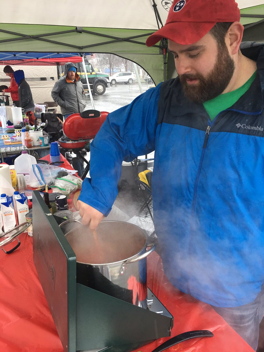 It might be raining, but you can't stop us from having fun at this year's #polarplungetn . Chili will warm you up after a nice refreshing dip! https://t.co/swCay1vDUA