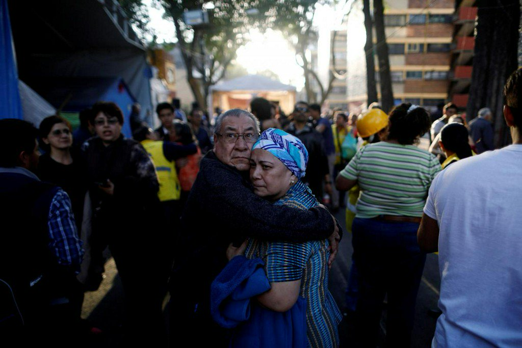 Mexico helicopter crash kills 13 on ground in wake of earthquake https://t.co/z0wojPvIrQ https://t.co/9Gai5AyWMX