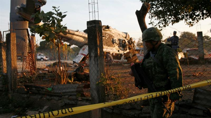 Helicopter carrying Mexican minister crashes, kills 13 on the ground https://t.co/y7sY2kg1MC https://t.co/4UgmNvJM1I