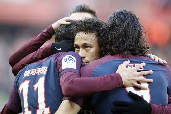 @BroadcastImagem: Di Maria, Neymar e Cavani marcam na goleada do PSG por 5 a 2 diante do Strasbourg no Francês. Francois Mori/PA