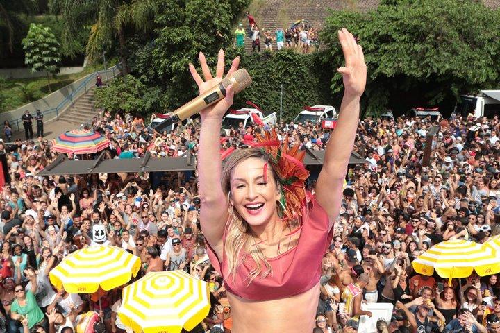 @BroadcastImagem: A cantora Claudia Leitte puxa o bloco