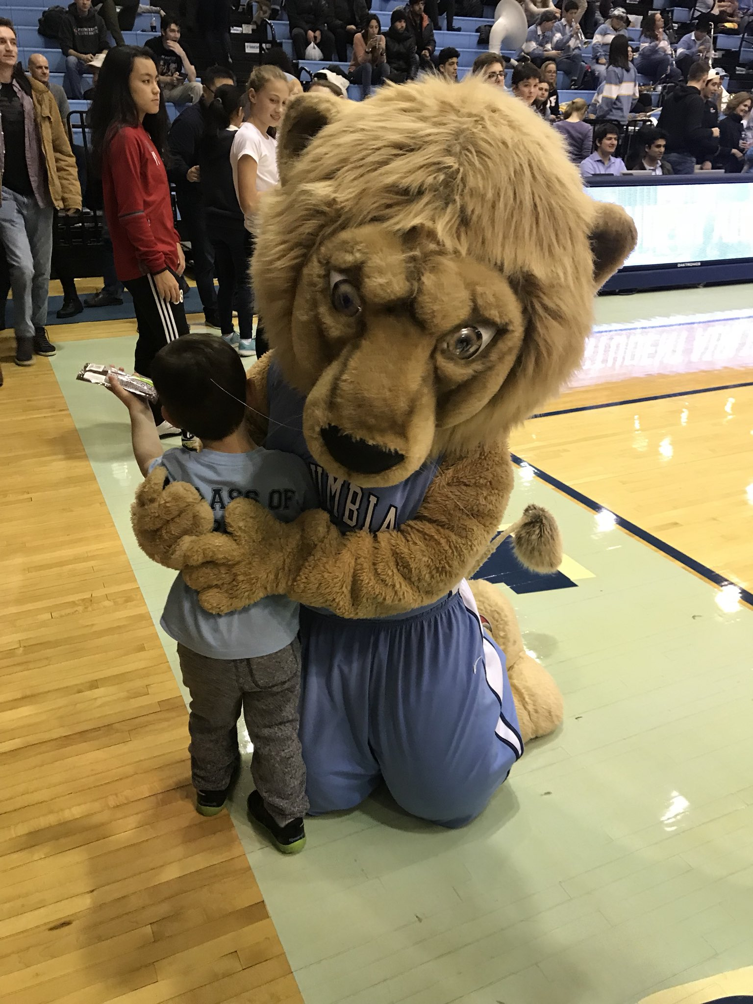 A tremendous night, hanging with the family court side at Levien for @Columbia vs Princeton hoops. https://t.co/pzplo4vGcd