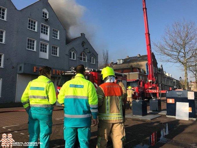 Grote brand bij fitnessbedrijf Maassluis https://t.co/xSCaPXU4qX https://t.co/WBVwMJ6K0V