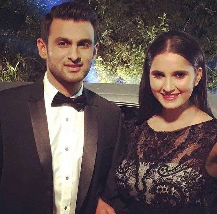 #ShoaibMalik & #SaniaMirza at an event.  #couplegoals #shoaib #pakistani #cricket #sania #indian #tennis #sports https://t.co/DquJO7iwsO