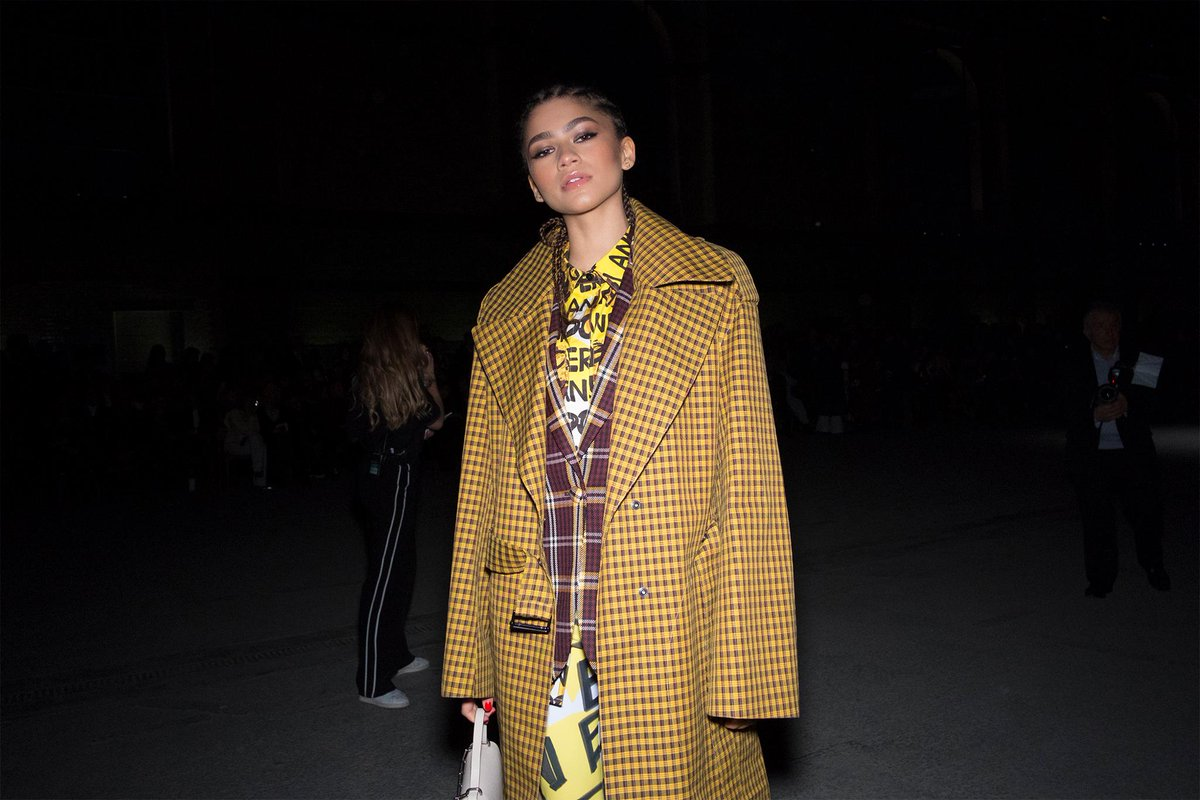 Pictured at the #BurberryShow in London, @Zendaya wearing @Burberry #LFW https://t.co/bwROQKGmRl