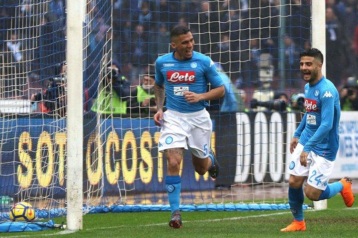 @BroadcastImagem: Com gol do brasileiro Allan, Napoli vence SPAL e se mantém na liderança do Italiano. Cesare Abbate/Ansa/AP