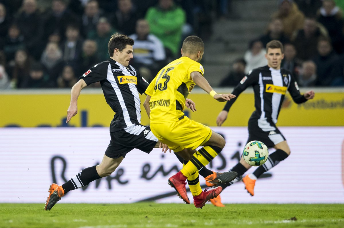 Patrick #Herrmann is also on for the closing stages, replacing Jonas #Hofmann 🔁 Last 3 minutes now...  #fohlenelf #BMGBVB 0-1 https://t.co/VnoY5OrsR7