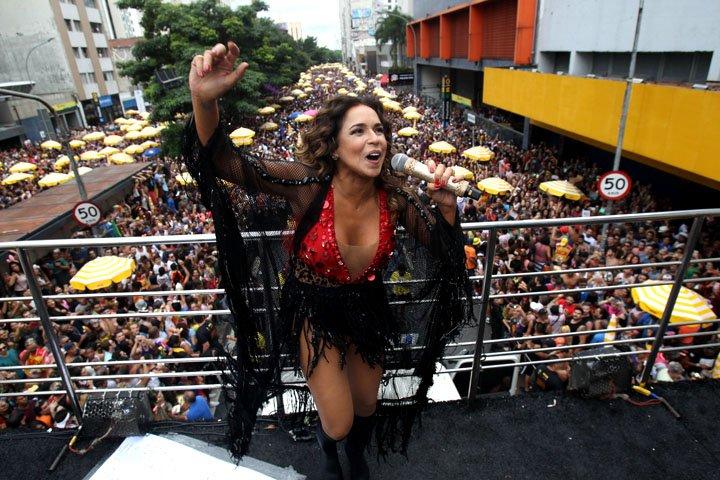 @BroadcastImagem: Daniela Mercury encerra o Carnaval 2018 de São Paulo com o bloco Rainha da Pipoca. Ernesto Rodrigues/Estadão