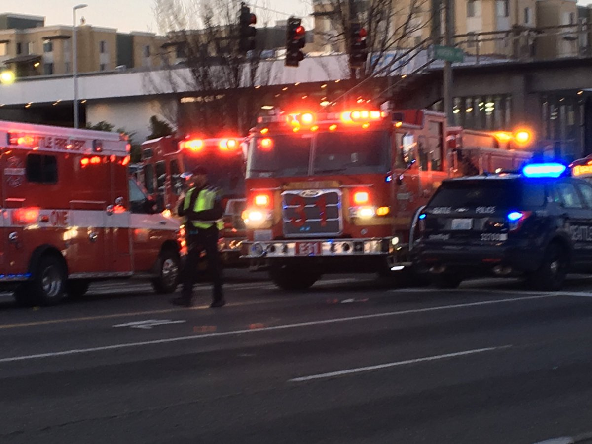 RT @AmyMorenoNews: At the scene of an accident involving a bus at 130th and Aurora in Seattle https://t.co/Rv716bcL8v