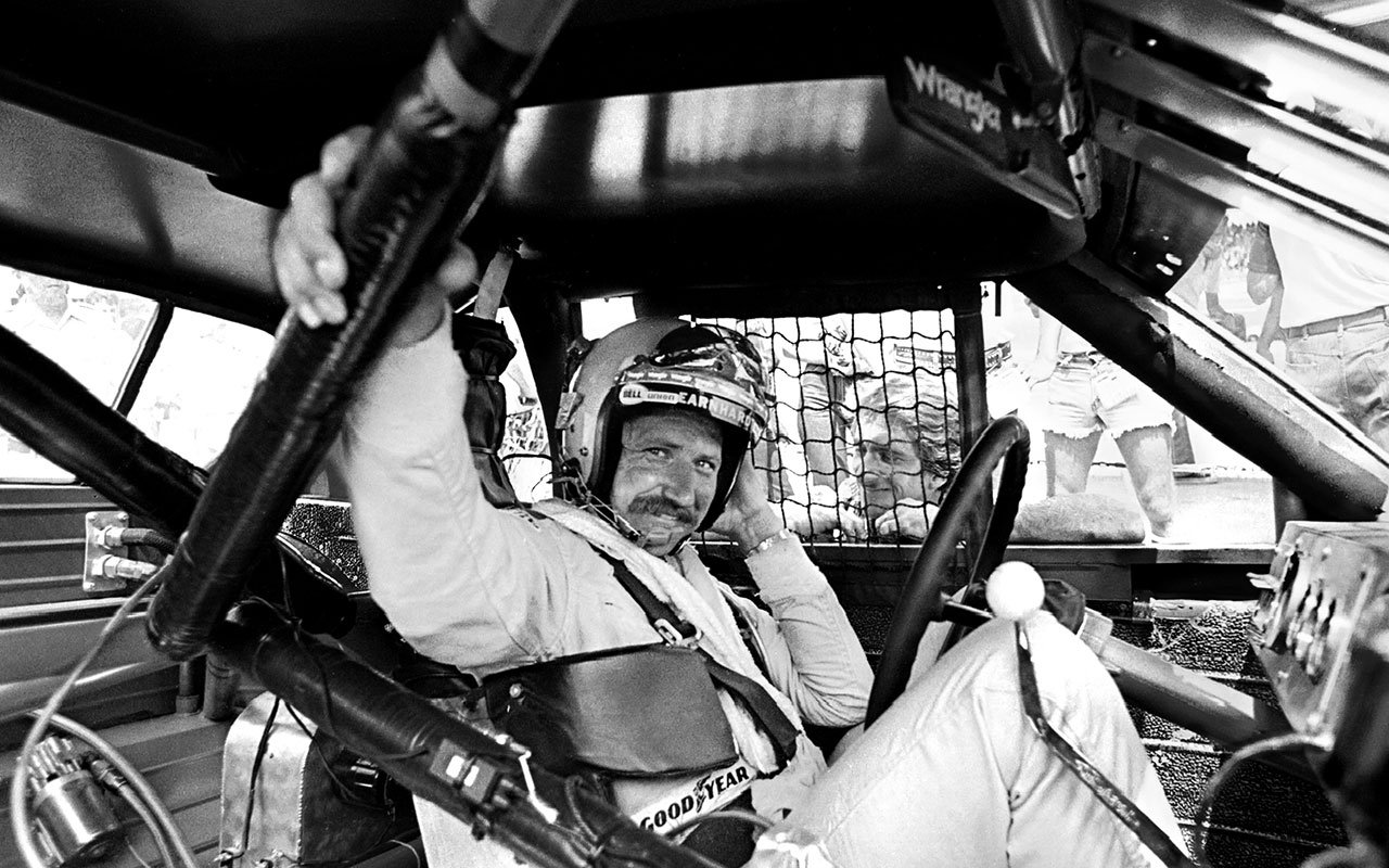 The racing world lost a legend on this day in 2001. https://t.co/VEDFsuz7zb https://t.co/5yXpzf5cB0