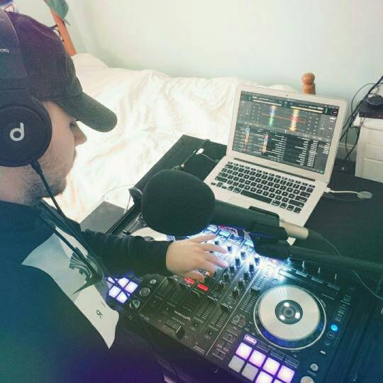 RT @Tashababy1003: 🙌 YASSS It's time for a great show DJ ReKap:GET LIT! #Music #CoinDrop https://t.co/kUFvTQZlgf https://t.co/WbFSQyuIc9