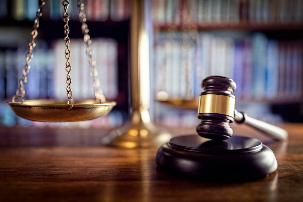 Lawsuit: Kansas City school left violent felon takegirl