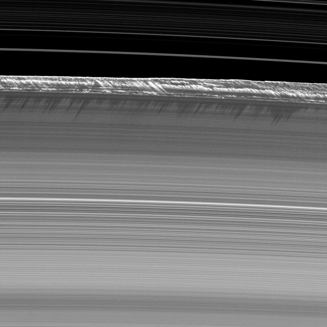 The ever-shifting mountains in the rings of Saturn. Amazing to think how they happen. https://t.co/NmCasL6Uz6 @esa https://t.co/0Pg0ehfota