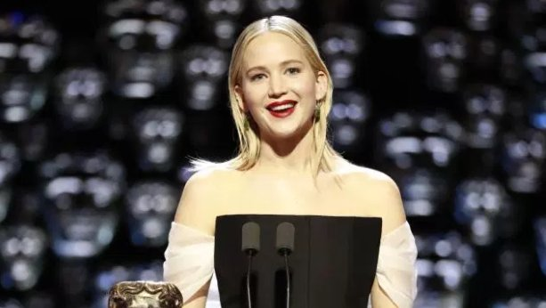 BAFTA viewers shocked after Jennifer Lawrence 'throws shade' at Joanna Lumley live on TV