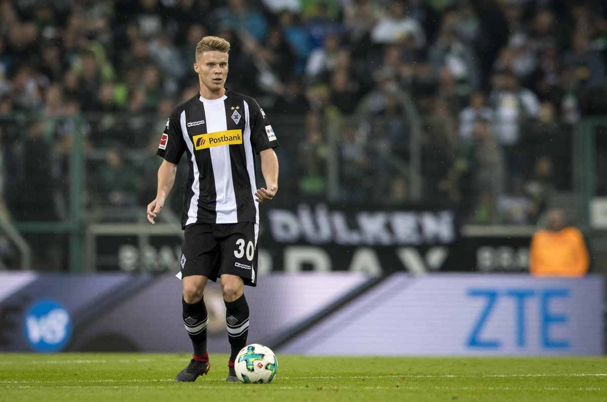 Nico #Elvedi's injury after colliding with Pulisic in #BMGBVB isn't as bad as feared, with the full back 'only' spraining his ankle. Get well soon! 🐎💚 #fohlenelf https://t.co/9rjKOHyTZ0