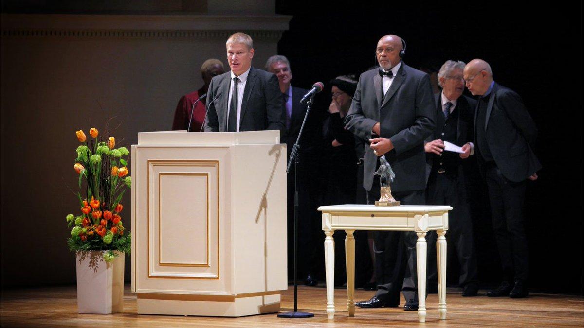 Am Sonntag hat @paulkeuter den internationalen Friedenspreis 'Dresdner-Preis' an den ehemaligen Leichtathleten Dr. Tommie Smith übergeben. Ein Rückblick auf diese besondere Veranstaltung in der @semperoper ➡ https://t.co/HVkJNin3cI #hahohe https://t.co/dK6tb1vmJM
