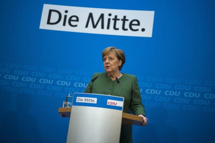 @BroadcastImagem: A chanceler alemã Angela Merkel durante coletiva na sede do seu partido em Berlim. Markus Schreiber/AP