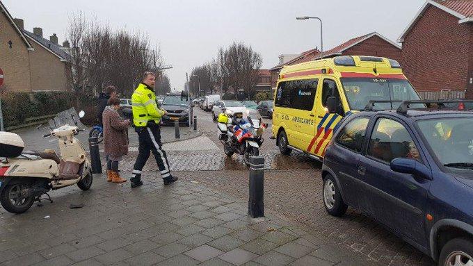 Monster.. Aanrijding letsel aan de Molenslag/Rijnweg scooter / auto Eén persoon gewond. https://t.co/ymBWaADRBw