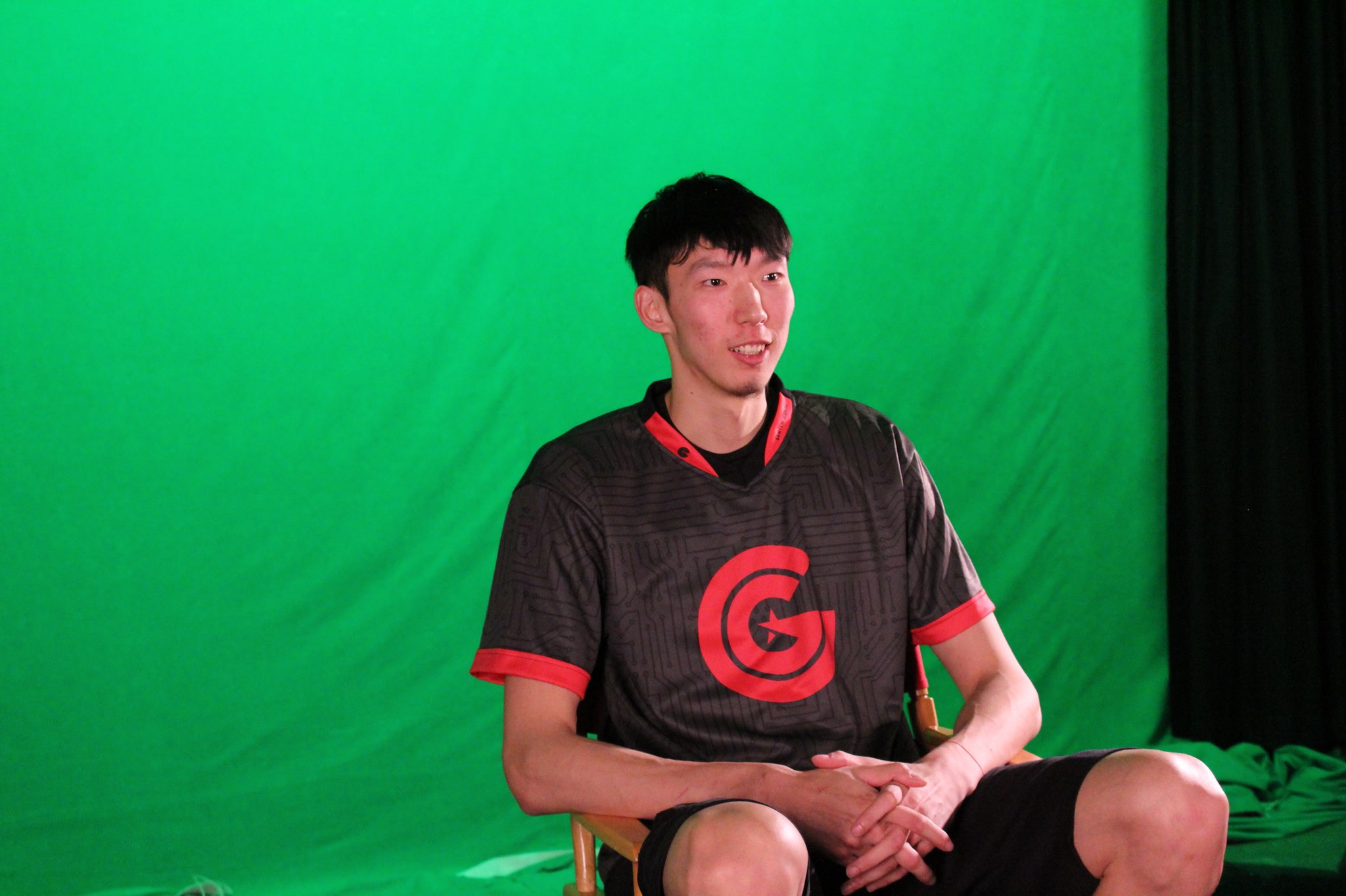 Nice jersey @officialzhouqi!  Follow our eSports team who have won 4 in a row! @ClutchGaming https://t.co/6kmmBzPdzY