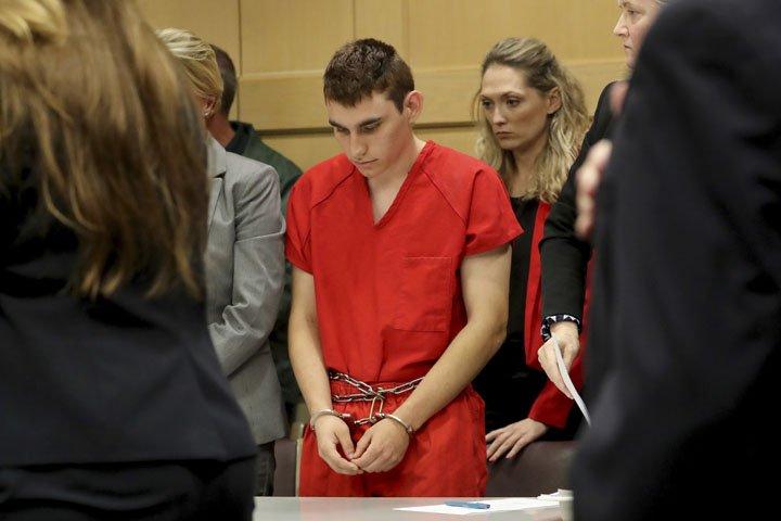 @BroadcastImagem: Acusado de matar 17 em ataque a tiros na Flórida comparece a tribunal. Mike Stocker/AP
