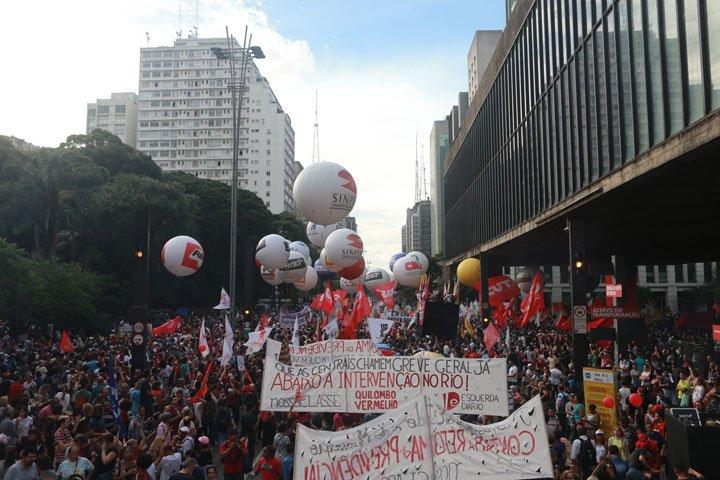 @BroadcastImagem: Manifestantes contra a reforma da Previdência protestam na Avenida Paulista, em SP. Nilton Fukuda/Estadão