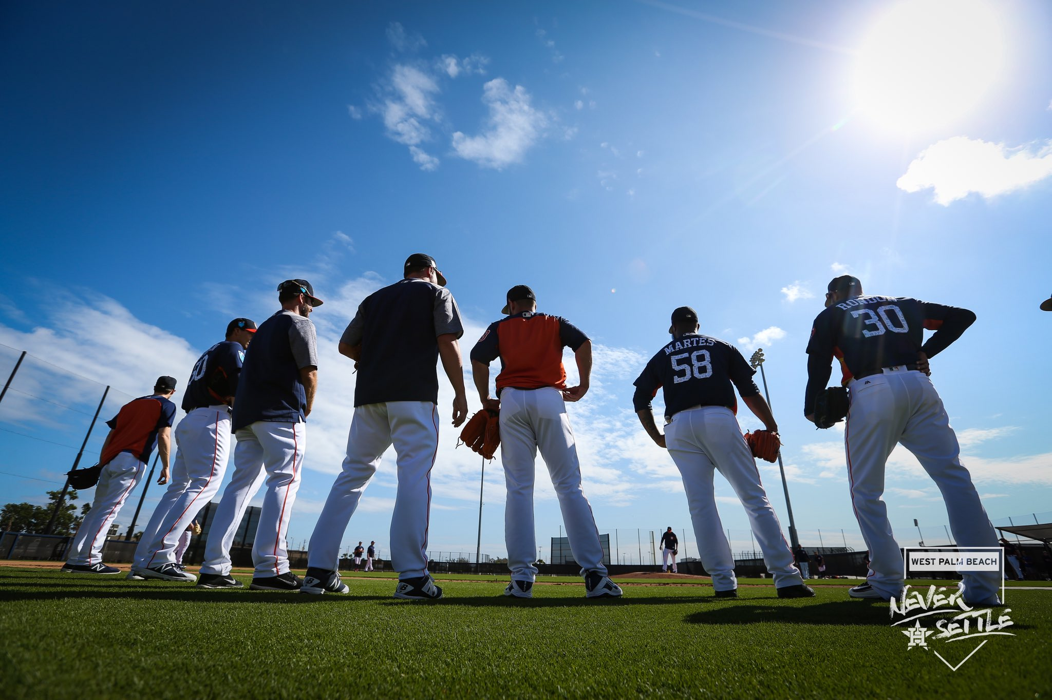 """We call this series """"capturing the backs of players while the sun beats down on us"""". https://t.co/WIY35KrMoC"""