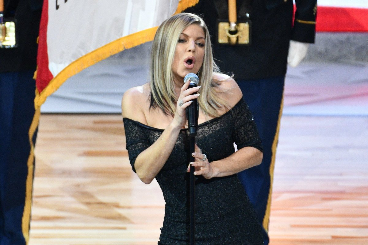 Fergie botched the national anthem and the faces of the players say it all https://t.co/n8w1u84w7j https://t.co/bAgtm4pQUI