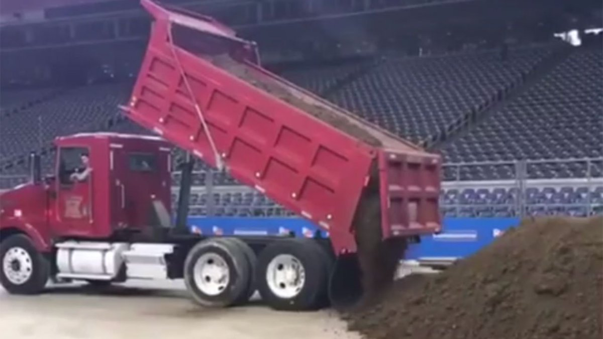 Sight at NRG Stadium getting Rodeo fans excited https://t.co/e5NKGz96Cp https://t.co/QgSdpe2VpJ