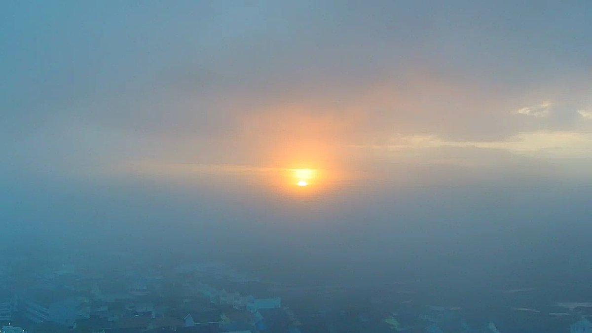 RT @EdPiotrowski: Another incredible shot of the sun setting through the fog in Garden City. #scwx https://t.co/zT470jMjEx