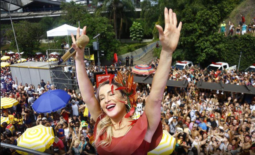 Carnaval 2018. Foto do site da BN Holofote que mostra Claudia Leitte é a cantora com maior público no Carnaval 2018 Daniela é a terceira