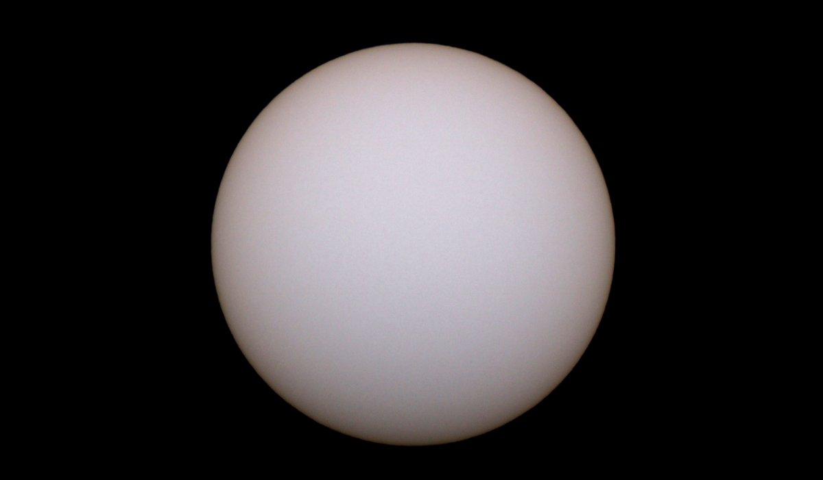 RT @hiroto04302: 10h32m  今日も太陽面は無黒点のようです。 https://t.co/n0UYPCcXje