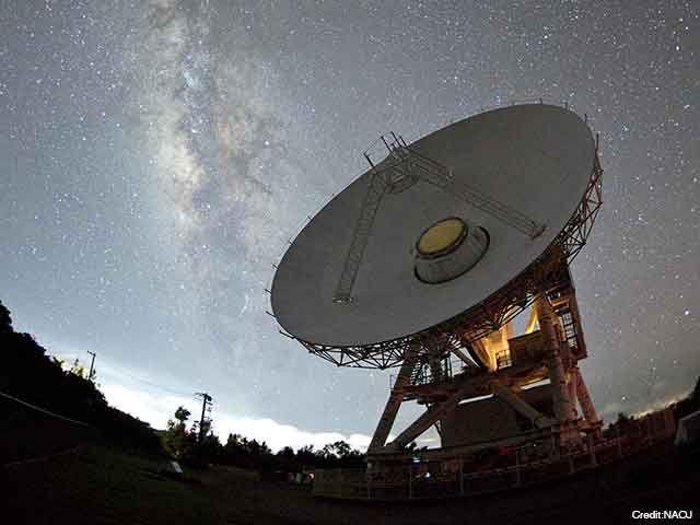 【今週の一枚】2017年7月に沖縄県石垣市のVERA石垣島観測局で撮影された20メートル電波望遠鏡と天の川。VERAは銀河系の構造や進化を解明するために、電波望遠鏡を使って星の位置と運動を精密に測定し、銀河系の立体的な地図を作るプロジェクトです https://t.co/IyccrYUzwt #国立天文台 https://t.co/94SQKfQv7k